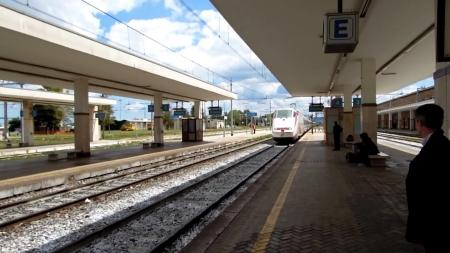 Era ricercato, ma viene fermato alla Stazione di Foggia: arrestato un 50enne