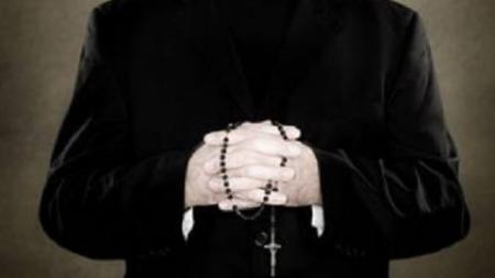 Accusato di violenza sessuale su ragazzini, arrestato ex sacerdote