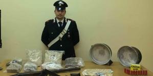Arrestati padre e figlio con 10 kg di droga e diverse armi