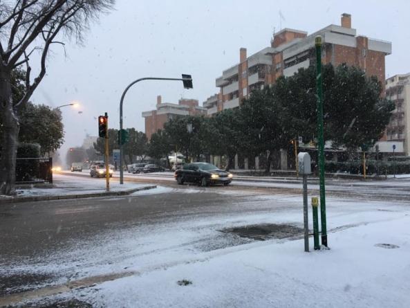 Scuole chiuse a Foggia per la nevicata di questa mattina