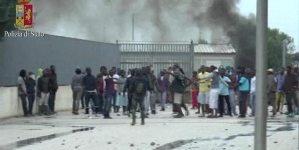 Rivolta al Cara: 17 arresti