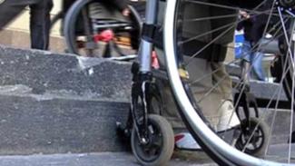 Eliminazione delle barriere architettoniche, disposti interventi per la piena accessibilità ai bagni di 11 scuole