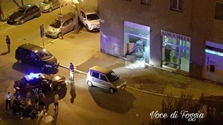 Colpo spettacolare alla banca Sella: ladri portano via 20mila euro