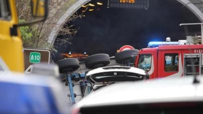 Auto contro mezzo dei Vigili del Fuoco: morta una bambina
