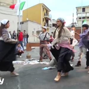La danza e la storia della comunità locale