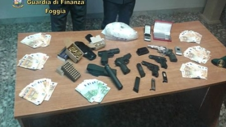 Oltre 1 chilo di cocaina ed armi sequestrati ad un 53enne