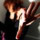 Tenta di aggredire l'ex compagna con delle forbici: in manette 38enne