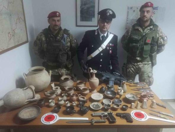 Sequestrate armi bianche detenute illegalmente e 41 reperti archeologici