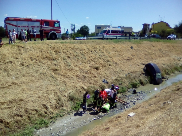 Auto finisce nel canale, 21enne foggiano muore per infezione