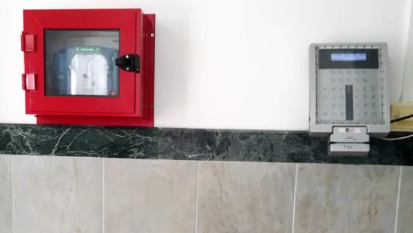 Rinunciano alle indennità da sindaco e consigliere e acquistano defibrillatore