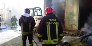 Scia di atti intimidatori: in fiamme box di un imprenditore