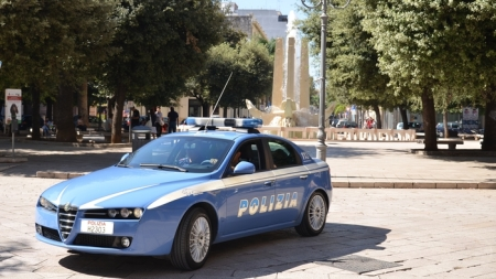Armato di coltello aggredisce una 14enne a Foggia, arrestato