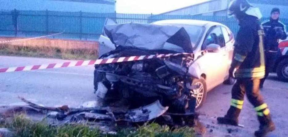 Impatto frontale tra due auto sulla SP 80: un morto e tre feriti
