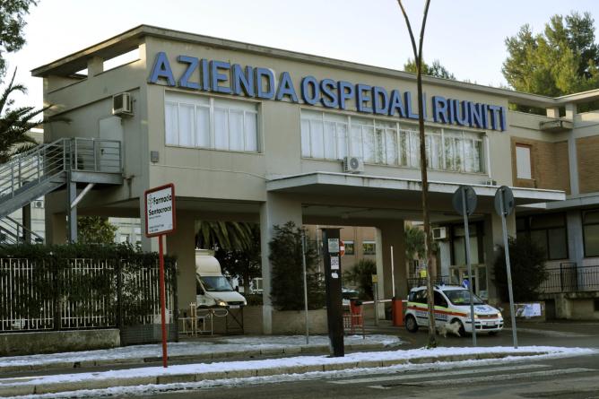 Travestito da guardia giurata si fa consegnare 12mila euro dal Cup dell'ospedale