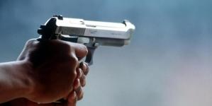 Tre colpi di pistola esplosi sul portone di casa di un consigliere comunale