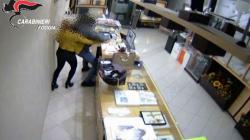 Armi illegali e rapine aggravate in concorso: tre arresti dei Carabinieri