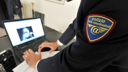 Si presenta alle Poste con documento falso per incassare un rimborso: arrestato