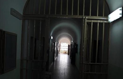 Scoppia una rissa in carcere tra detenuti: tre finiscono in ospedale