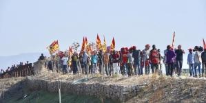 Berretti rossi in marcia: «Mai più sfruttamento»