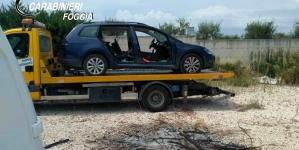 Smontavano auto per rivendere pezzi: 2 arresti e 1 obbligo di firma