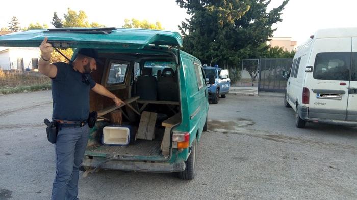 Lotta continua al caporalato: sequestrati altri 3 furgoni