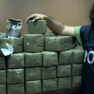 Scoperti 120 kg di hashish in un box: arrestato 42enne