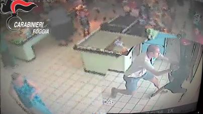 Carabiniere libero da servizio sventa una rapina all'interno di un supermercato