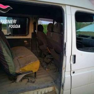 Trasportava 11 braccianti in un furgone: arrestato 53enne gambiano