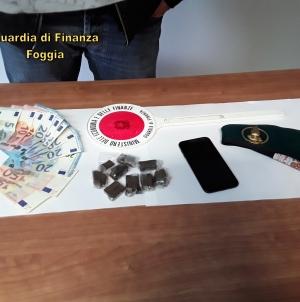 Nascondeva 80 grammi di hashish negli slip: arrestato spacciatore