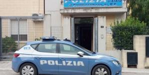 Rubano capi d'abbigliamento al mercato settimanale: arrestate due donne