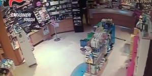 Armato di coltello rapinò una farmacia: arrestato 22enne