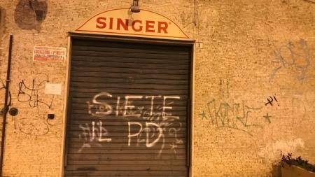 """Imbrattata la sede del M5S con le scritte """"No Tap, no Ilva, siete come il PD"""""""