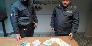 Sorpreso con 80 grammi di hashish e 7 mila euro in contanti: arrestato spacciatore