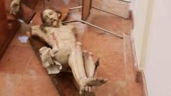 Aveva danneggiato il crocifisso della chiesa Santa Maria degli Angeli: arrestato 43enne