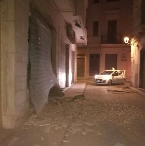 Paura nella notte: bomba ad ex oreficeria del centro storico