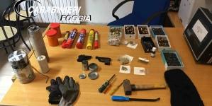 Detiene in casa esplosivi pericolosi, armi e munizioni: arrestato 41enne pregiudicato
