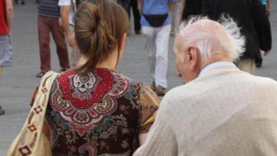 Cercano di circuire anziano per rapinarlo, arrestate due rumene