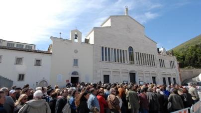 """Tar boccia la """"tassa"""" sui autobus dei pellegrini per San Giovanni Rotondo"""