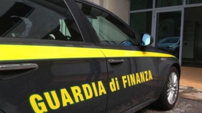 Autoriciclaggio e truffa: sequestrati beni per oltre un milione, 5 arresti