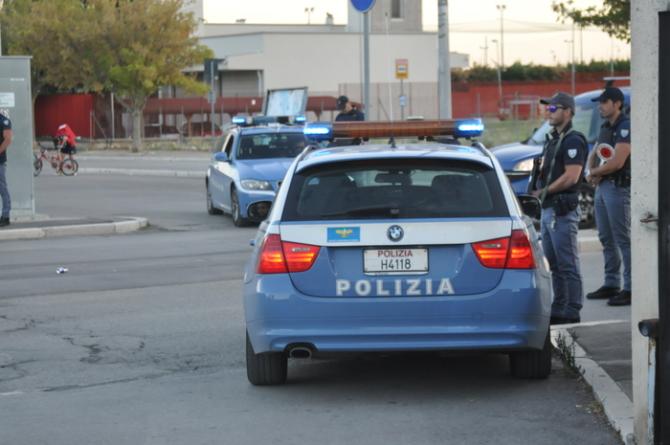 Droga e resistenza a Pubblico Ufficiale: due arresti della Polizia di Stato