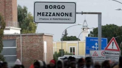 Caporalato, 50 migranti in rivolta contro la Polizia: 2 agenti feriti