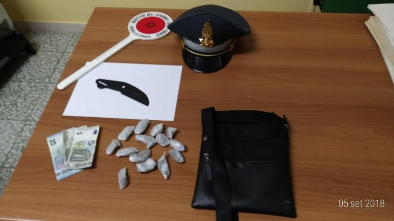Lotta al traffico di droga: arrestato giovane spacciatore