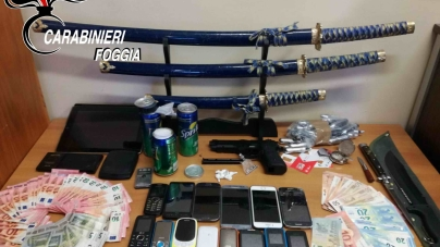 Nascondevano la droga nelle lattine delle bibite: arrestati due pregiudicati