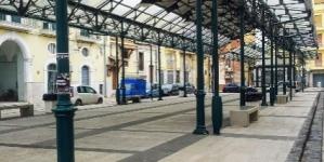 Spaccio di droga h24 in piazza Mercato: 13 arresti