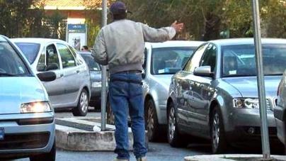 Lotta ai parcheggiatori abusivi: sanzionati 8 soggetti