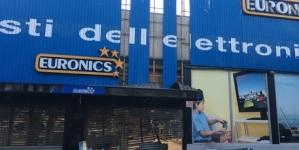 Esplode ordigno rudimentale davanti a noto negozio di elettrodomestici