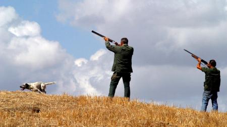 Colpo di fucile al petto: ucciso per errore il compagno di caccia