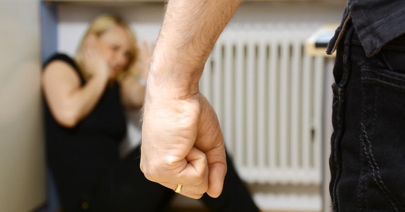"""""""Codice Rosso"""", picchiano bimba di 4 anni: arrestata coppia violenta"""