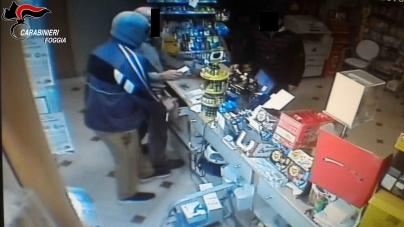 Rapina ad una tabacchieria di San Severo: arrestato 20enne dai Carabinieri