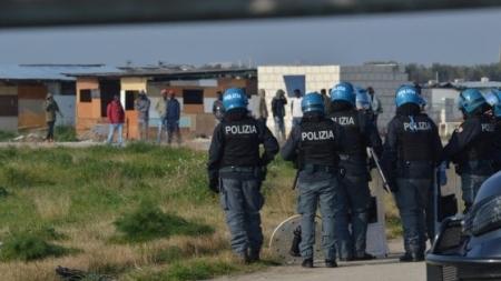 Rissa fra migranti: nigeriano accoltellato a Borgo Mezzanone